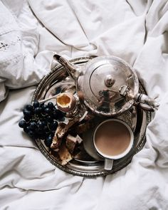 """""Saturdays, Sundays, and Mondays are perfect days for breakfast in bed. There's something that feels ever so luxurious about kick starting the week with a leisurely breakfast in bed while catching up on emails. Making that weekend..."