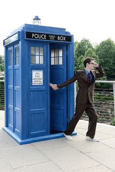 """Out popped The Doctor...   Delightful """"Doctor Who"""" Engagement Photos Come With Flying TARDIS"""