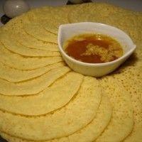 Natuurlijk heten ze geen 'Pannenkoeken' in het Marokkaans, omdat ze op de pannenkoeken lijken worden ze zo genoemd. De echte Marokkaanse naam is Baghrir, en verschillen zowel van smaak als dikte. De Baghrir is dikker en wordt ook zonder vet gebakken....