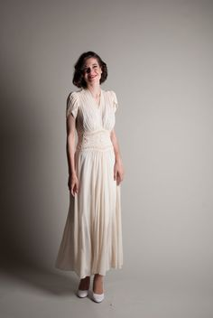1940s - parachute silk full skirt / wedding time capsule blog http://www.hanamidream.co.uk/wedding-time-capsule/