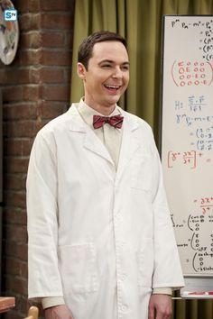 Jim Parsons in The Big Bang Theory Big Bang Theory Trivia, Big Bang Theory Show, The Big Theory, Most Popular Series, Popular Shows, Sheldon Bazinga, Amy Farrah Fowler, Sea Wallpaper, Mayim Bialik