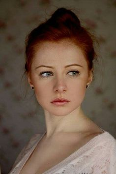 """ziomantaz: """"If you are looking for a classic readhead beauty… """" Discover tons of gorgeous redhead on Bonjour-la-Rousse Red Hair Freckles, Redheads Freckles, Natural Red Hair, Natural Redhead, Redhead Gene, Red Headed League, Redhead Makeup, Stunning Redhead, Red Hair Woman"""