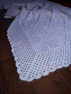 Crochet blanket granny square, collor: off white. Gehaakte sprei granny square, kleur: creme.