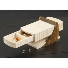 Woodworking Projects Garage Cantilevered Jewelry Box Woodworking Plan from WOOD Magazine Projects Garage Cantilevered Jewelry Box Woodworking Plan from WOOD Magazine Woodworking Workshop Plans, Woodworking Furniture Plans, Woodworking Box, Workbench Plans, Woodworking Patterns, Woodworking Magazine, Diy Wooden Jewelry Box, Diy Jewelry, Intarsia Wood Patterns