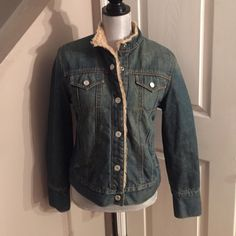 GAP Jean jacket Great condition very warm jacket. 100% cotton she'll and body lining is 79% acrylic and 21% polyester. No flaws. Buttons up GAP Jackets & Coats Jean Jackets