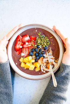 Love acai bowls but don't want to leave your house? This homemade acai bowl recipe is incredibly delicious and easy to make. Best Vegan Breakfast, Healthy Breakfast Recipes, Brunch Recipes, Breakfast Ideas, Healthy Food Options, Healthy Eating Recipes, Vegan Recipes, Healthy Meals, Diet Recipes