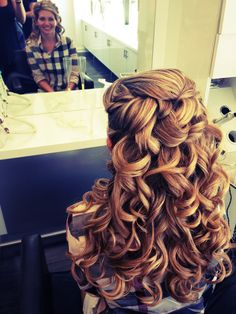 Love love love the height , shape and curls of this half undo.