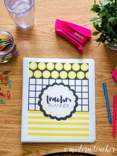 A Modern Teacher Hollywood Planner - A fresh, functional, and fabulous Teacher Binder to keep you organized! from www.amodernteacher.com $