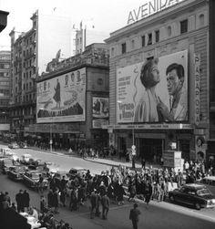 Gran Via,cines Avenida y Palacio de la Música. Foto Madrid, Barcelona City, Slytherin Aesthetic, Old Photography, Like Image, Old Pictures, Vintage Images, Location History, Street View