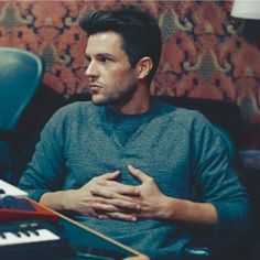 The cutest cutie Brandon Flowers. The Killers, Brandon Flowers, Guys With Black Hair, Mr Brightside, Ideal Man, Perfect Man, He Makes Me Happy, Gifts For An Artist, Most Beautiful Man
