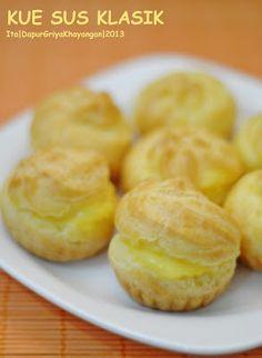 Dapur Griya Khayangan: KUE SUS KLASIK Pastry Recipes, Cookie Recipes, Dessert Recipes, Pastry And Bakery, Pastry Cake, Choux Pastry, Bolu Cake, Puff And Pie, Flan Recipe