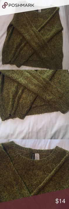 Sweater Light weight forest green sweater. Comfy and casual, pair with jeans. Fits xs to small H&M Sweaters Crew & Scoop Necks
