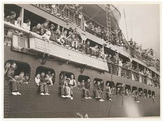 Troopships depart Sydney.This photo is from a collection depicting the wartime departure of the 6th Division for the Middle East, 9-10 January 1940.  State Lib of NSW.