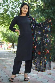 Black Salwar Kameez, Girl Fashion, Fashion Dresses, Long Dress Design, Printed Kurti, Black Characters, Designs For Dresses, Glitz And Glam, Indian Fashion