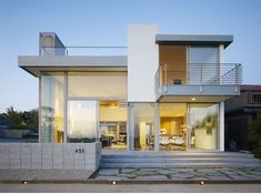 like this modern style with all the windows it would have awesome views... especially on the beach