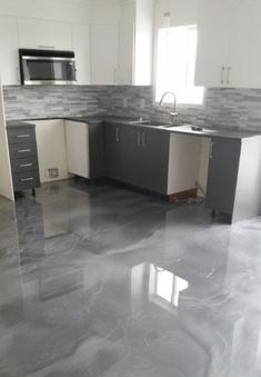Give your kitchen a new look with an epoxy floor ✨ # Epoxy # . - Epoxy Boden - Give your kitchen a new look with an epoxy floor ✨ # epoxy # concrete # floor # kitchen # kitchen - Stained Concrete, Concrete Floors, Concrete Stain Colors, Basement Flooring, Kitchen Flooring, Flooring Ideas, Metallic Epoxy Floor, Architecture Design, Kitchen Design