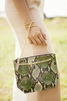 Ballen Pellettiere - Xare Bag - Campaign Shot by Andrea Swarz - Model Camila Avella Bago, Ss16, Leather Bag, Shoulder Bag, Models, Fashion, Craft Work, Purses, Leather