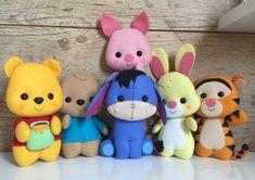 Winnie the pooh and friends Felt Crafts Dolls, Felt Crafts Patterns, Felt Crafts Diy, Polymer Clay Crafts, Felt Diy, Felt Dolls, Sewing Crafts, Sewing Projects, Felt Keychain