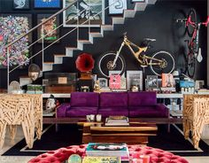 Black walls in a modern decor. Casa Hipster, Home And Living, Living Room, Contemporary Interior Design, Black Walls, Ideal Home, Decoration, Modern Decor, Home Furniture