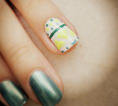 Quebrando a Rotina: Brincando de Manicure: Unhas para a Copa -> Azul + filha única + étnico. http://quebrandoarotiina.blogspot.com.br/2014/06/brincando-de-manicure-unhas-para-copa_28.html