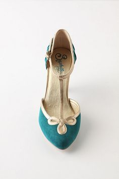 Seychelles! Two of my absolute fav colors; teal & gold shoes. Classy vintage look