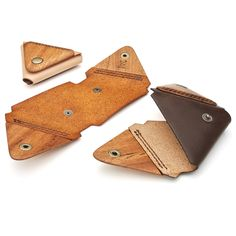 for coin wood leather の と . Leather Wallet Pattern, Small Leather Wallet, Leather Bookmark, Leather Card Case, Leather Keychain, Diy Bags Tutorial, Vegetable Leather, Leather Workshop, Leather Projects