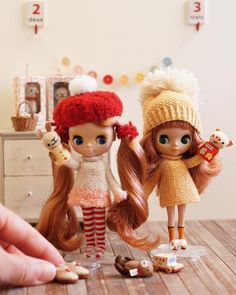 Having fun!  Animal puppets are made by me about ten years ago and I found it's just the right size for petites. ;) 10年位前に作ったパペットが、プチにちょうどええ大きさ⁉️やったんが判明 可愛えぇぇぇぇ〜(笑)  ルームシューズはちとデカかった残念❗️ #miniature #ochibitsdollclothes #ミニチュア #オチビッツのお人形服 #knitting #dollclothes #topdownknitting #dollknits #プチブライス #petiteblythe #セイリングセイリング #グルーヴィーグルーヴ