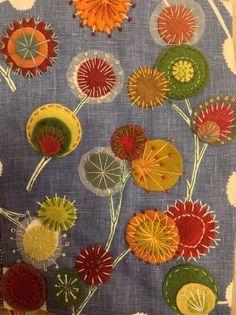 Blumen mit Stoff und Stickerei