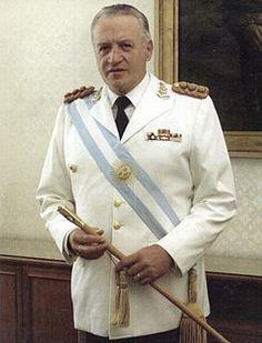LEOPOLDO FORTUNATO GALTIERI:  ¡EL HOMBRE QUE REGALO LAS MALVINAS...!