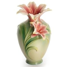 Beautiful handmade vases from Franz porcelain collection are sure to brighten any room and add elegance and a distinctive artistic flair. Each vase is meticulously made using the ancient Chinese porcelain sculpture method of undercutting. Pottery Painting, Pottery Vase, Flower Vases, Flower Pots, Vasos Vintage, Keramik Vase, Ceramic Flowers, Objet D'art, Porcelain Vase