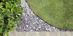 Garden Edging Ideas: Shaping A Lawn With Slate Chippings Lawn edging strip is essential if you are mulching borders with a stone aggregate. Here is the guide on how to shape a lawn (a garden edging idea). Lawn Edging, Garden Edging, Lawn And Garden, Garden Art, Garden Ideas, Blue Garden, Garden Projects, Organic Gardening, Gardening Tips