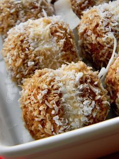 AMARETTI CU MASCARPONE SI COCOS | Rețete Fel de Fel Cookie Recipes, Dessert Recipes, Air Frier Recipes, Homemade Sweets, Good Food, Yummy Food, Dessert Drinks, Sweet Cakes, Sweet Bread
