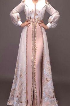 Stylish Dress Designs, Designs For Dresses, Stylish Dresses, Fashion Dresses, Arab Fashion, Islamic Fashion, Muslim Fashion, Morrocan Dress, Mode Abaya