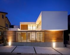 【SUUMO】 【BEAUTIFUL DAYS】室内・デッキ・中庭が一体となった快適空間。視線を気にせずに思い切り遊べる中庭が好き - 住工房スタイル 本社ショールームの建築実例詳細 | 注文住宅 Chiba, Stairs, Shelves, Mansions, House Styles, Home Decor, Beautiful, Stairway, Shelving