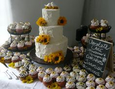 Sunflowers Cake & Wedding Cupcakes