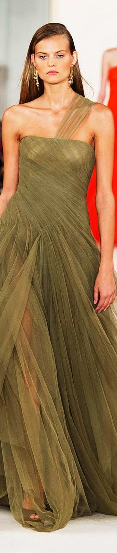 Ralph Lauren Collection Spring 2015 Ready to Wear women fashion outfit clothing style apparel closet ideas Ralph Lauren Style, Ralph Lauren Collection, Beautiful Gowns, Beautiful Outfits, Couture Fashion, Runway Fashion, Vert Olive, Olive Green, Style Ethnique