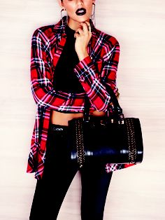Work a grunge look with an oversized check shirt and chain detail bag - what a beaut! #newlookfashion #newlook #grunge #bag