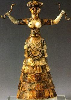 Minoan Snake Goddess of Knossos at the Heraklion Archaeological Museum, Crete Ancient Goddesses, Gods And Goddesses, Ancient History, Art History, Knossos Palace, Minoan Art, Snake Goddess, Art Ancien, Mycenaean