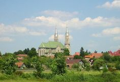 Sfânta Treime ( Holy Trinity) bulgarian church – Arad Ottoman Empire, Bulgarian, Places To See, Paris Skyline, Catholic, Spaces, Travel, Green, Eastern Europe