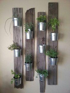 Salut tout le monde! Les plantes rendent une maison plus vivante et chaleureuse mais elles sont aussi un bel élément de décoration. Pour changer du traditionnel bouquet posé dans un...