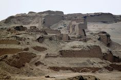 Pachacamac, Perú  *     This image shows how large the complex is and how much of it remains unexcavated.