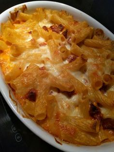 chorizo, poivre, parmesan râpé, lait, farine, concentré de tomate, beurre, mozzarella, pâtes, sel, gruyère râpé