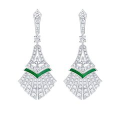 Louis Vuitton Acte V Escape Luxor earrings. Louis Vuitton Acte V Escape Luxor earrings Diamond fronds fan out on these Luxor earrings from the new Louis VUitton Acte V/The Escape collection, with echoes of the Art Deco movement. Weird Jewelry, High Jewelry, Louis Vuitton Jewelry, Jewelry Design Drawing, Emerald Jewelry, Lotus Jewelry, Cartier Jewelry, Diamond Jewelry, Gold Jewelry