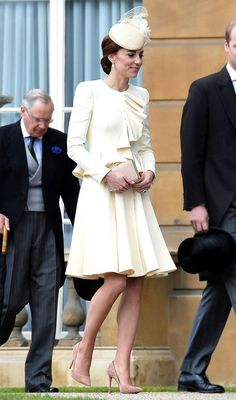 Kate Middleton is an outfit repeater, and it's never looked so elegant! Get the details of the last time the Duchess wore this ivory dress!