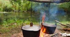 Es müssen nicht immer Dosenravioli sein: Wir haben drei tolle Camping-Rezepte für euch, die sich problemlos mit dem Campingkocher zubereiten lassen.