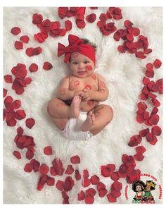 Monthly Baby Photos, Newborn Baby Photos, Baby Girl Photos, Newborn Pictures, Baby Girl Newborn, Baby Baby, Baby Poses, Cute Baby Photos, 3rd Baby