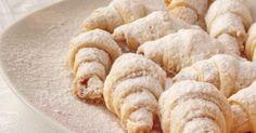 Ulubiony przepis!Składniki:Na ciasto 1:śmietana - 200 gmąka - 300 gproszek do pieczenia - 0,5 łyżeczkiNa ciasto 2:masło - 200 g (w temperaturze pokojowej)mąka - 250 gproszek do pieczenia - 0,5 łyżeczki.Warianty nadzienia:dżem jagodowykrem czekoladowy nutellarodzynkiorzechy z cukremPrzygotowanie:Do pierwszej miski przesiej mąkę z proszkiem do pieczenia, dodaj śmietanę i zagnieć ciasto.Mąkę przesiać z proszkiem do pieczenia ... Apple Pie, Nutella, Almond, Bread, Food, Cakes, Sweets, Apple Cobbler, Kuchen