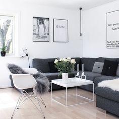 Livingroom stue inspo bylassen kubus posters black and white interior