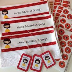 Toalhinhas, tags para mochila e adesivos personalizados. Produzido por FabeeStore! Encomende: http://www.fabeestore.com.br/