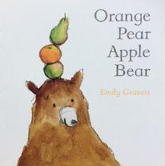 Orange Pear Apple Bear - Emily Gravett. 'Orange Pear Apple Bear' to uroczo prosta i zabawna książeczka, której cały tekst składa się tylko z pięciu słów, z których cztery kluczowe znajdują się już w tytule...
